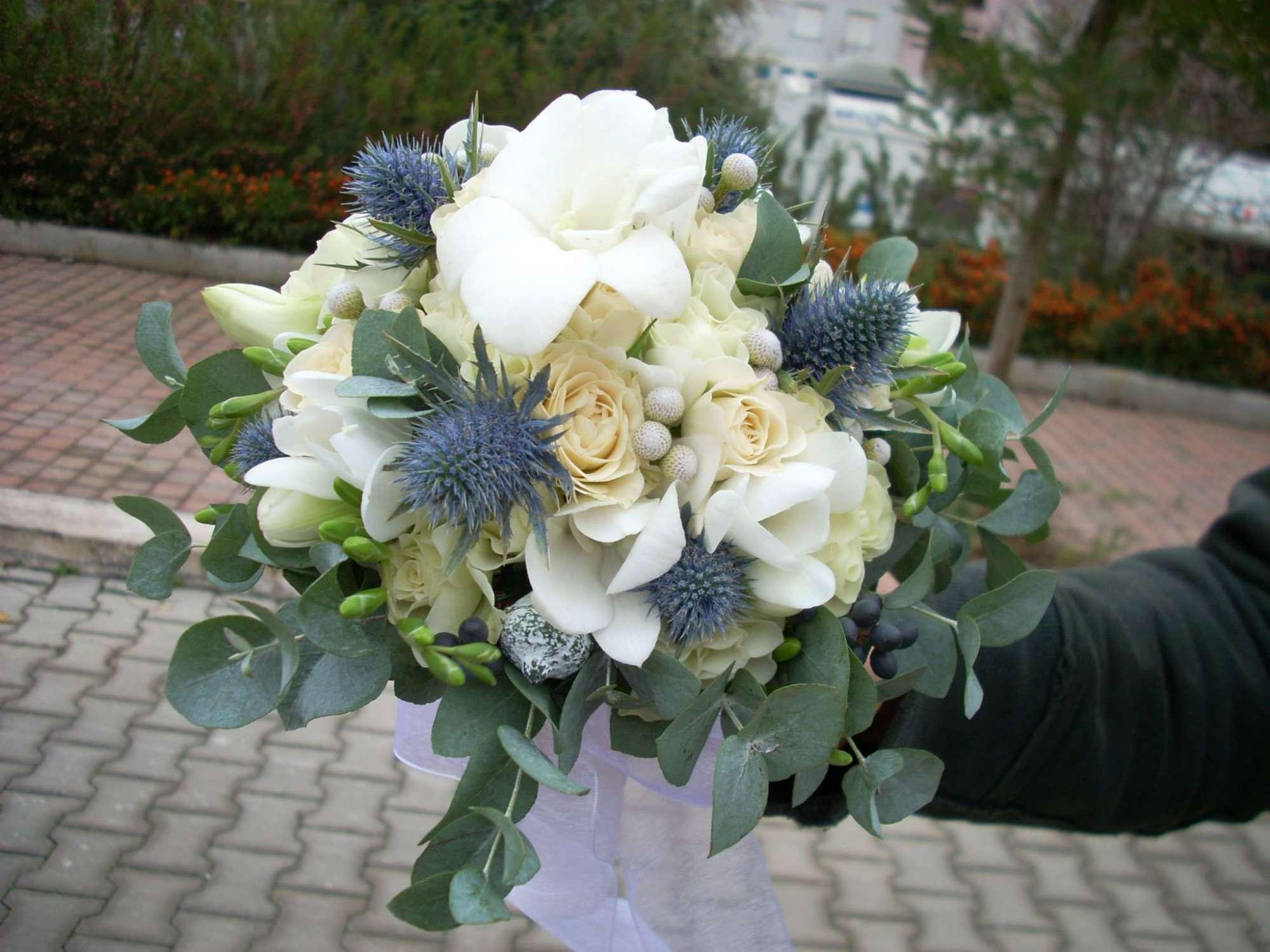 Addobbi floreali matrimonio free addobbo chiesa romantico con ortensie e rose bianche verde - Composizioni floreali per tavoli ...